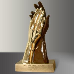 Trophée mains en bronze